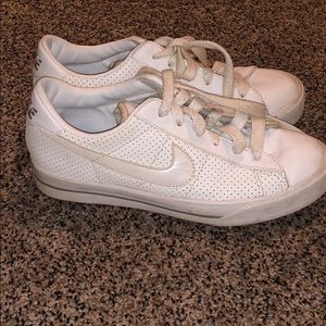 Women's all white Nike shoes size 6
